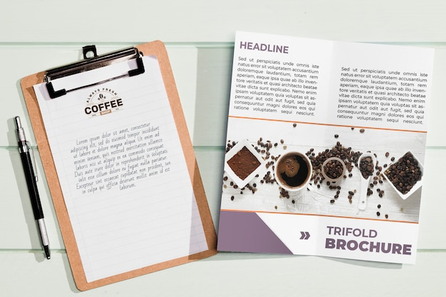 Disposizione piana del concetto di brochure mock-up