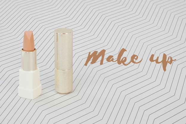 Disposizione piatta del rossetto nudo mock-up
