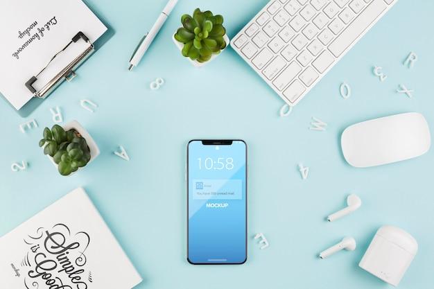 Disposizione smartphone e tastiera