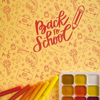 Disposizione vista dall'alto con palette di colori e pennarelli