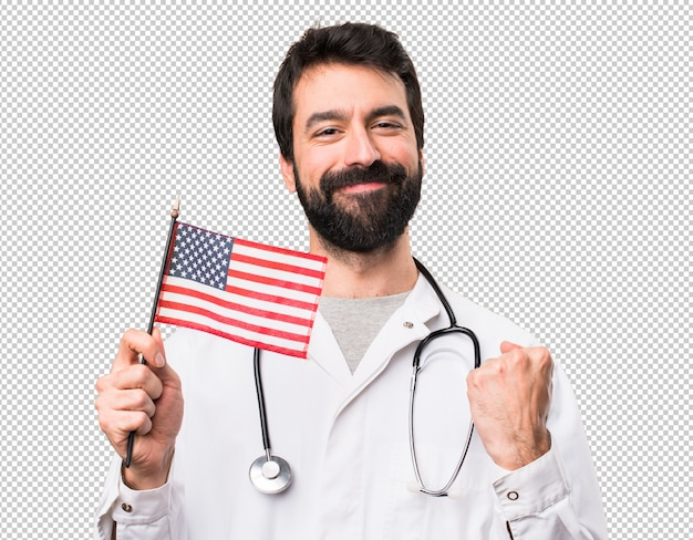 Doctor joven que sostiene una bandera americana