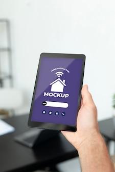 Domotica concept mockup met smartphone