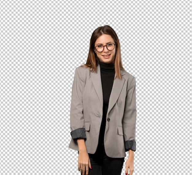 Donna d'affari con gli occhiali e felice