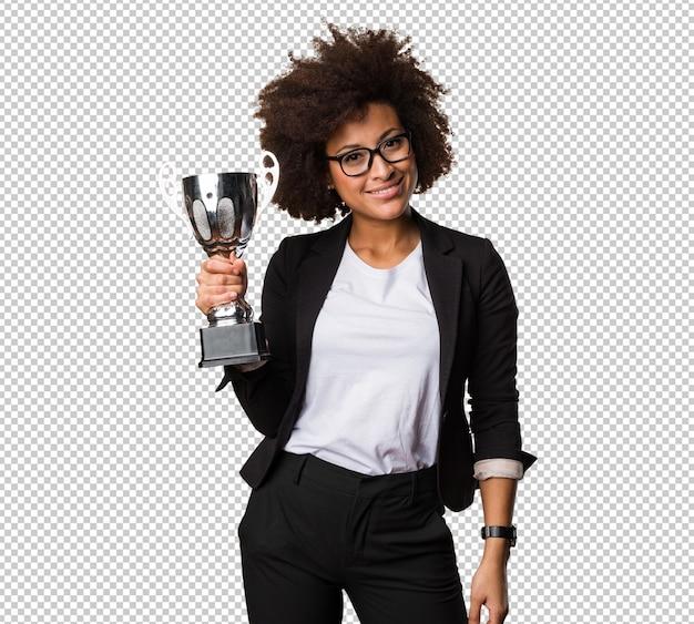 Donna di colore di affari che tiene un trofeo