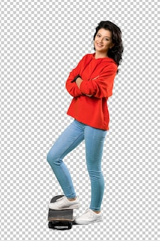 Donna giovane skater con felpa rossa