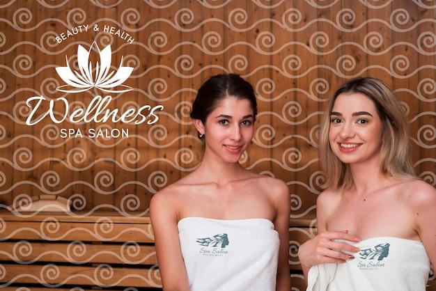 Donne alla spa con trattamenti di bellezza