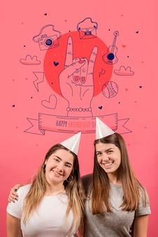 Donne sorridenti insieme per la giornata dell'amicizia