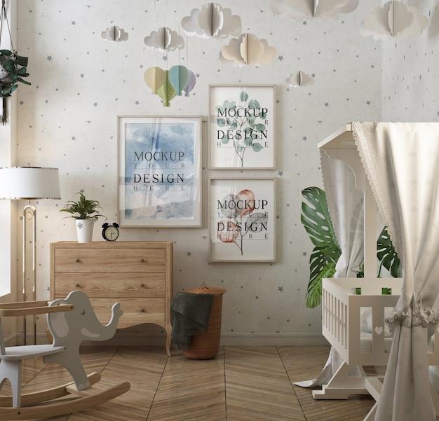 Dormitorio de bebé clásico con marco de póster de maqueta