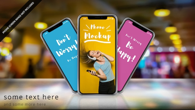 Drie apple iphone x op een reflecterend oppervlak met bokeh