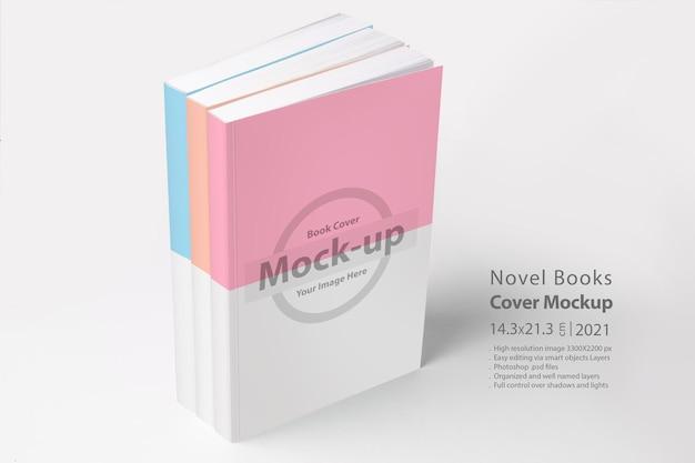 Drie boeken met blanco omslag op witte ondergrond