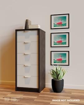 Drie horizontale frame poster mockup naast de kast boven de planten