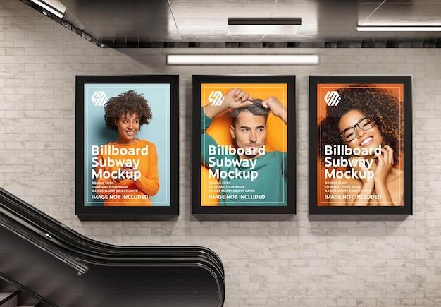 Drie verticale reclameborden in metrostation mockup