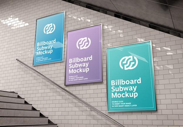 Drie verticale reclameborden op ondergrondse trap muur mockup