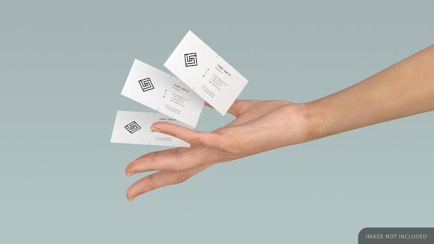 Drie visitekaartje mockup in vrouwelijke hand
