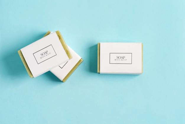 Drie zeepverpakkingen mock-up verpakking met olijfzeep