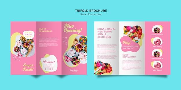 Driebladige brochure in roze tinten voor snoepwinkel