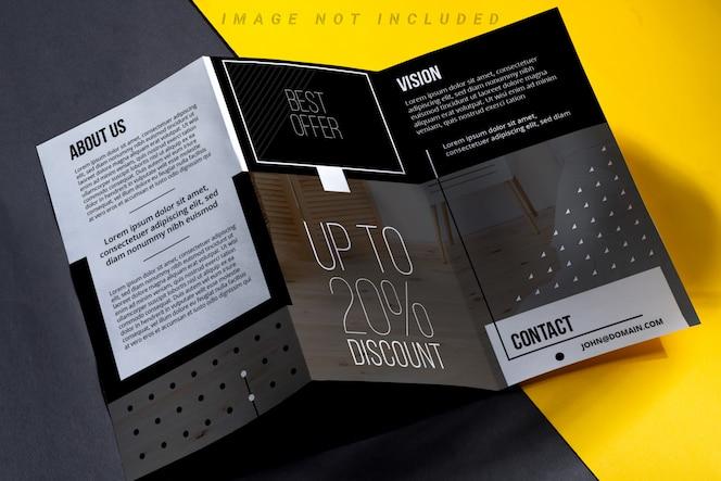 driebladige brochure met schaduwen