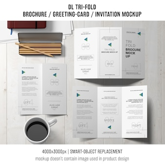 Driebladige brochure of uitnodiging mockup stilleven concept