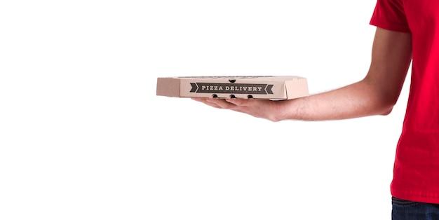 Dunne pizzabezorger met kopie ruimte