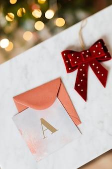 Een alfabet op een kerstkaartsjabloon