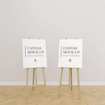 Een paar schilderij canvas frame mock up op ezel in lege ruimte met houten vloer - portret frame