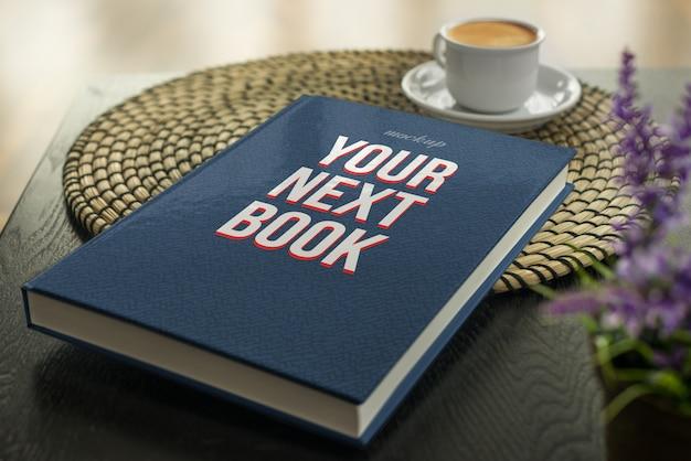 Een zachte boekomslag in een tafelmodel