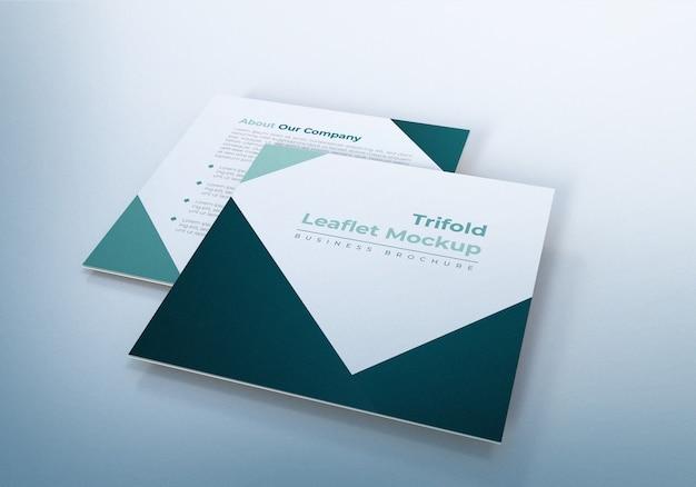 Eenvoudige driebladige folder mockups ontwerpsjabloon