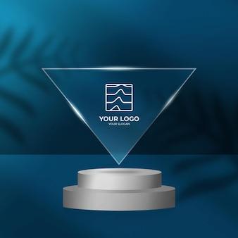 Efecto transparente de logo en maqueta de marco triangular