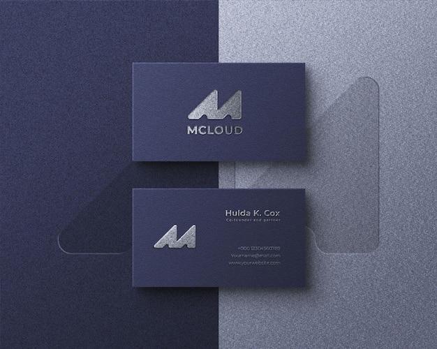 Elegant realistisch visitekaartjemodel zilverfolie-effectlogo
