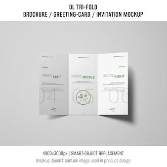 Elegante brochure a tre ante o un mockup di invito