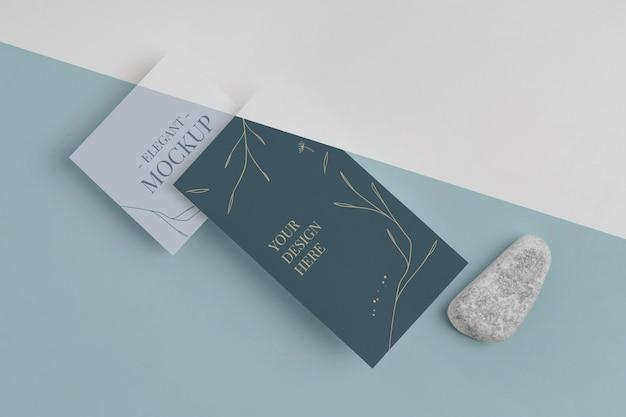 Elegante composición de maqueta de invitación