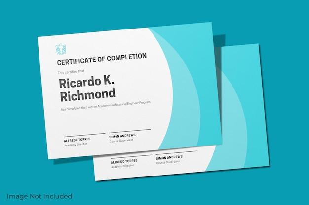 Elegante diseño de maqueta de certificado aislado