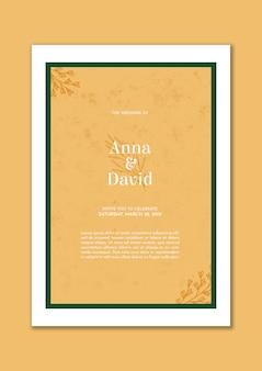 Elegante huwelijksuitnodiging met groen kader en gouden bladeren