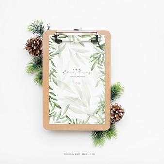 Elegante kerstmap met dennenappels