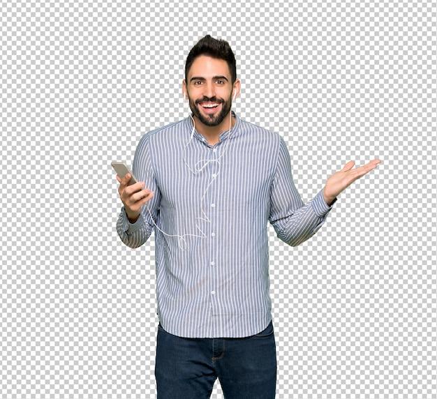 Elegante man met verrast overhemd en het verzenden van een bericht