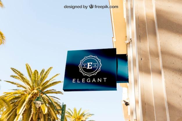 Elegante mockup di segno negozio blu