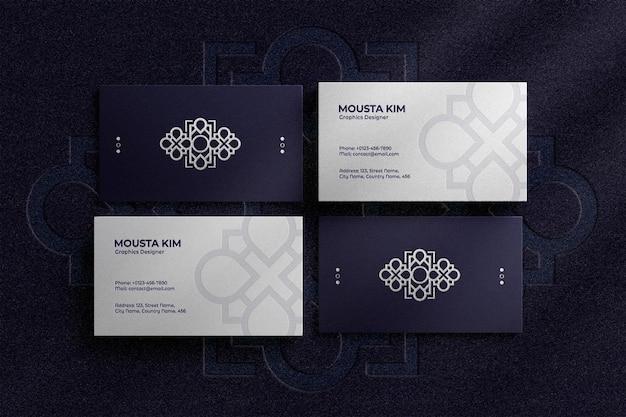 Elegante tarjeta de visita con maqueta de logo en relieve