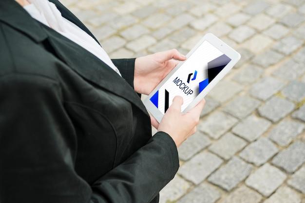 Elektronisch apparaat met sjabloon voor het bedrijfsleven