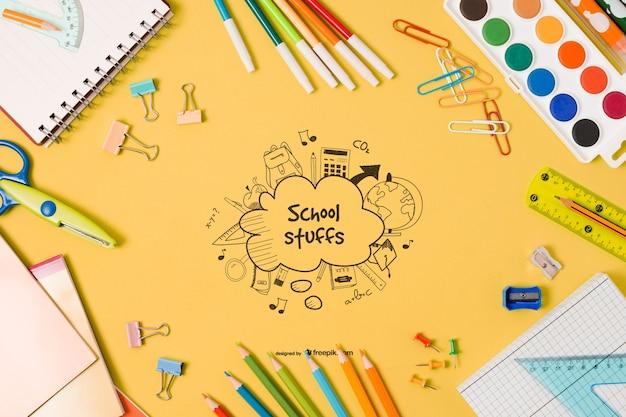 Elementi scolastici piatti laici con disegno