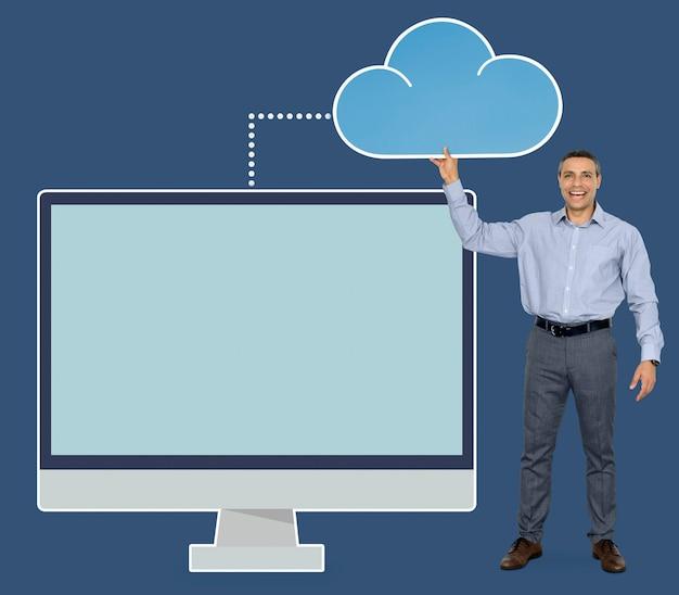 Empresario sosteniendo el icono de la computación en nube
