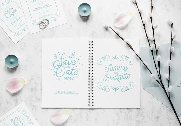 Endecha gorda de cuaderno de boda con flores y velas