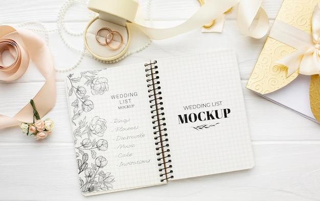 Endecha plana de la hermosa maqueta del concepto de boda