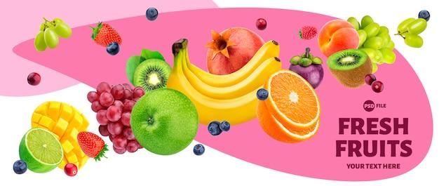 Ensalada de frutas cayendo aislado sobre fondo blanco.