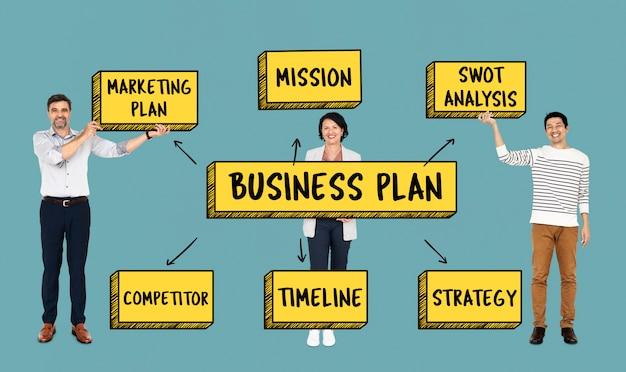 Equipo diverso con un plan de negocios.