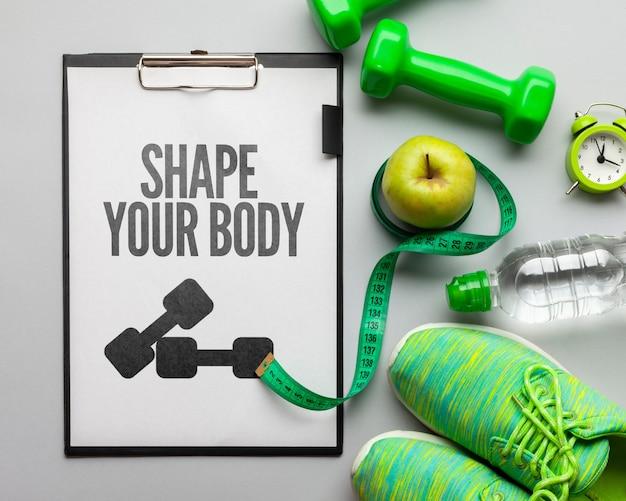 Equipo de fitness y set de hidratación.
