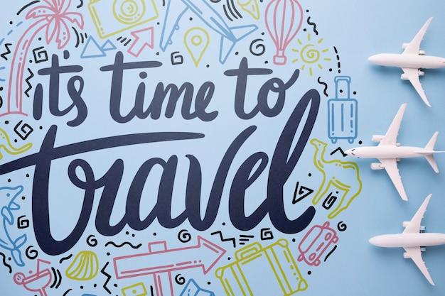 Es el momento para viajar, lettering o frase emotiva sobre viajar en vacaciones