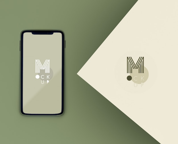 Escena verde monocromática con maqueta de teléfono