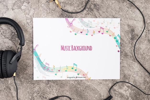 Escritorio con diseño de papel musical.