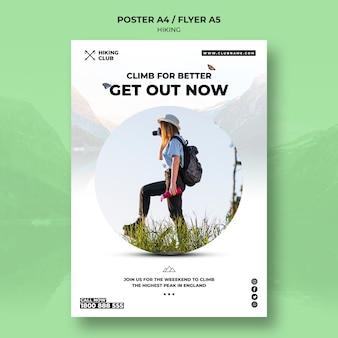Escursionismo poster concetto con donna e binocolo