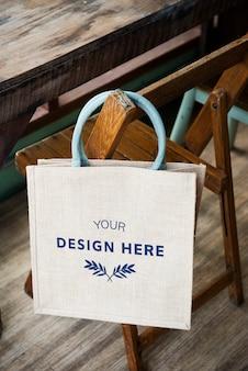 Espacio de diseño en la bolsa de asas en blanco